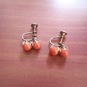 Vintage coral pearl beads screw back earrings